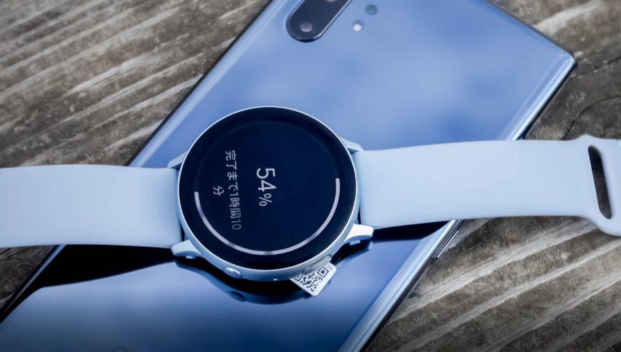 ワイヤレスパワーシェアで充電中のGalaxy Watch Active2