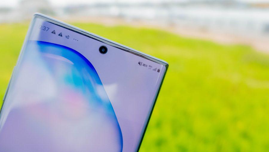 Galaxy Note10+のパンチホールカメラ
