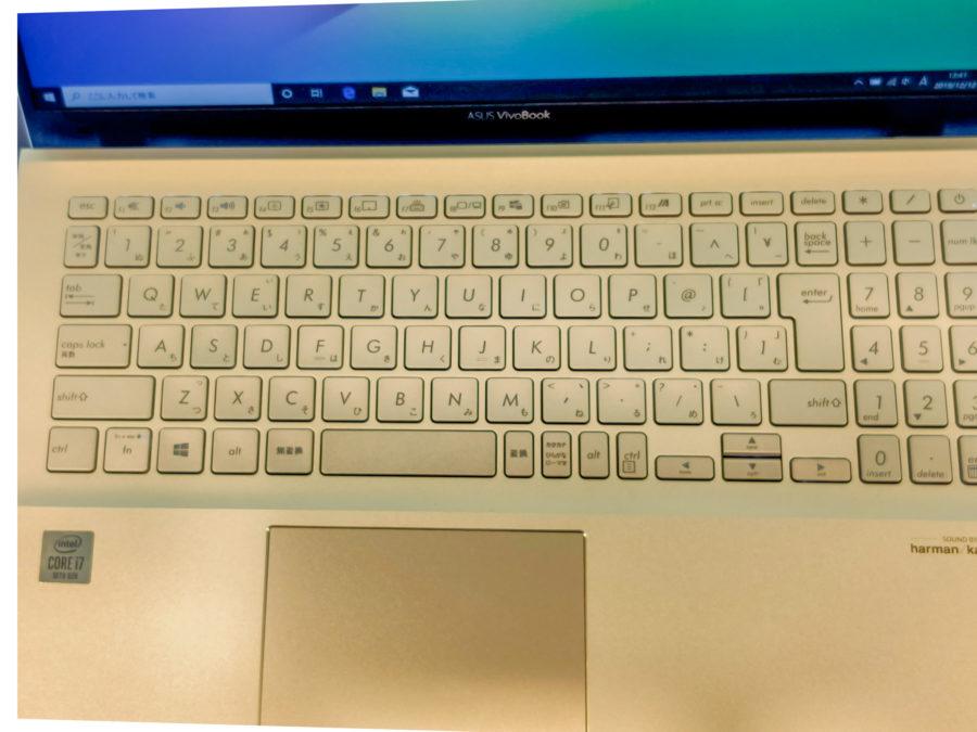 キーボードはデスクトップ並みのサイズを確保