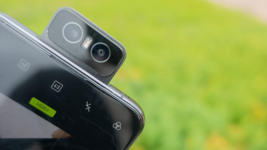 ZenFone 6のフリップカメラ。